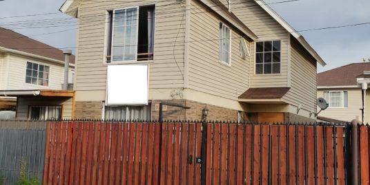 (COD 906) Se Vende Casa Independiente de 2 Pisos en Belloto 2000